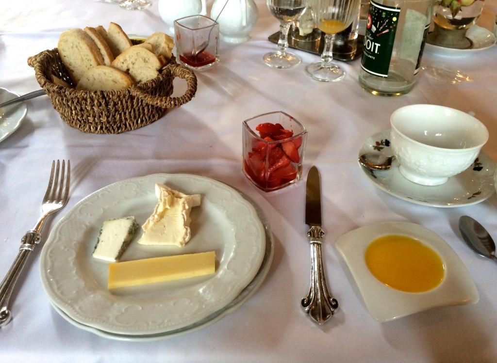 Breakfast at Chateau de Vault de Lugny