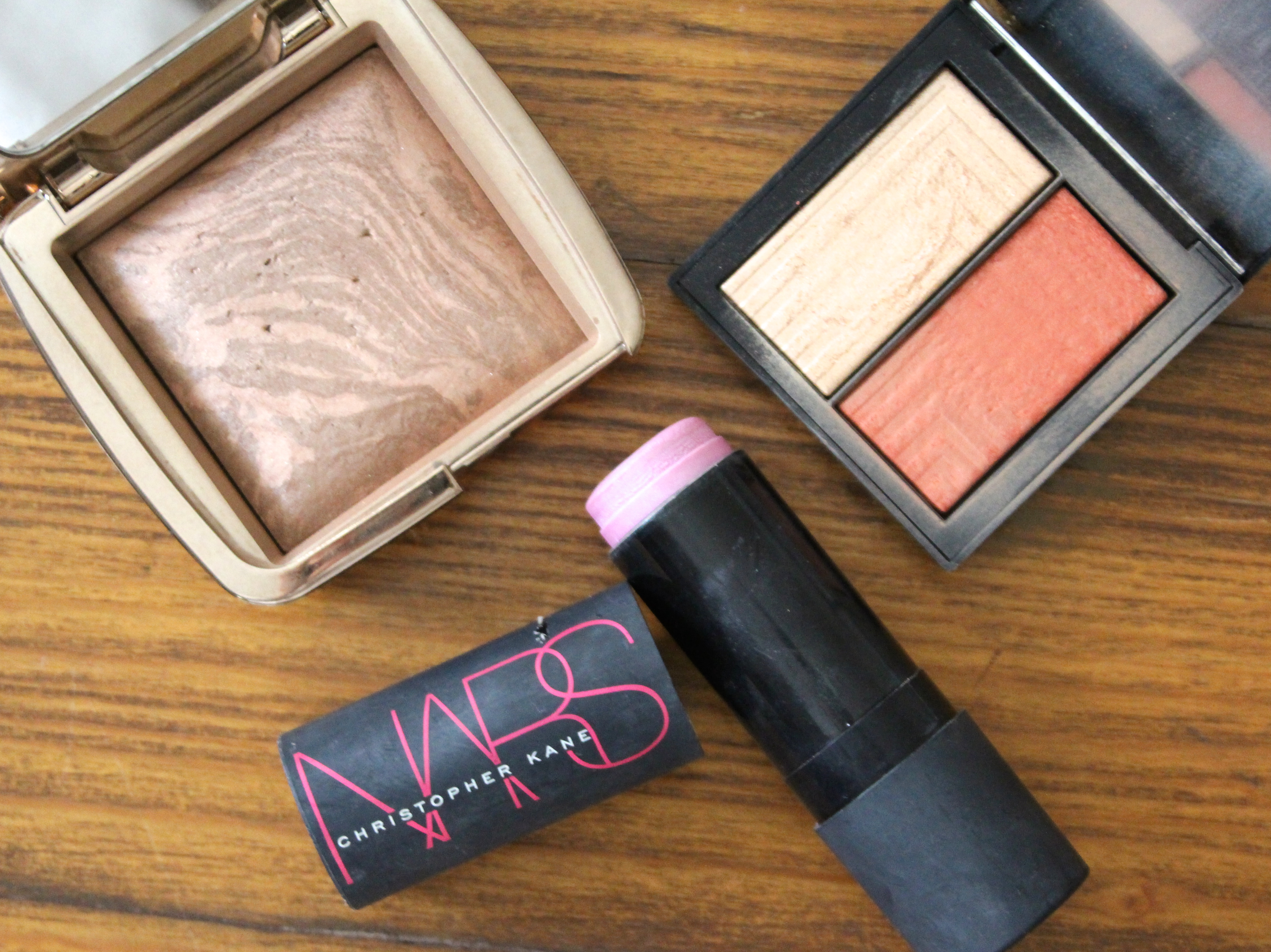 Highlighters and bronzers for Travel