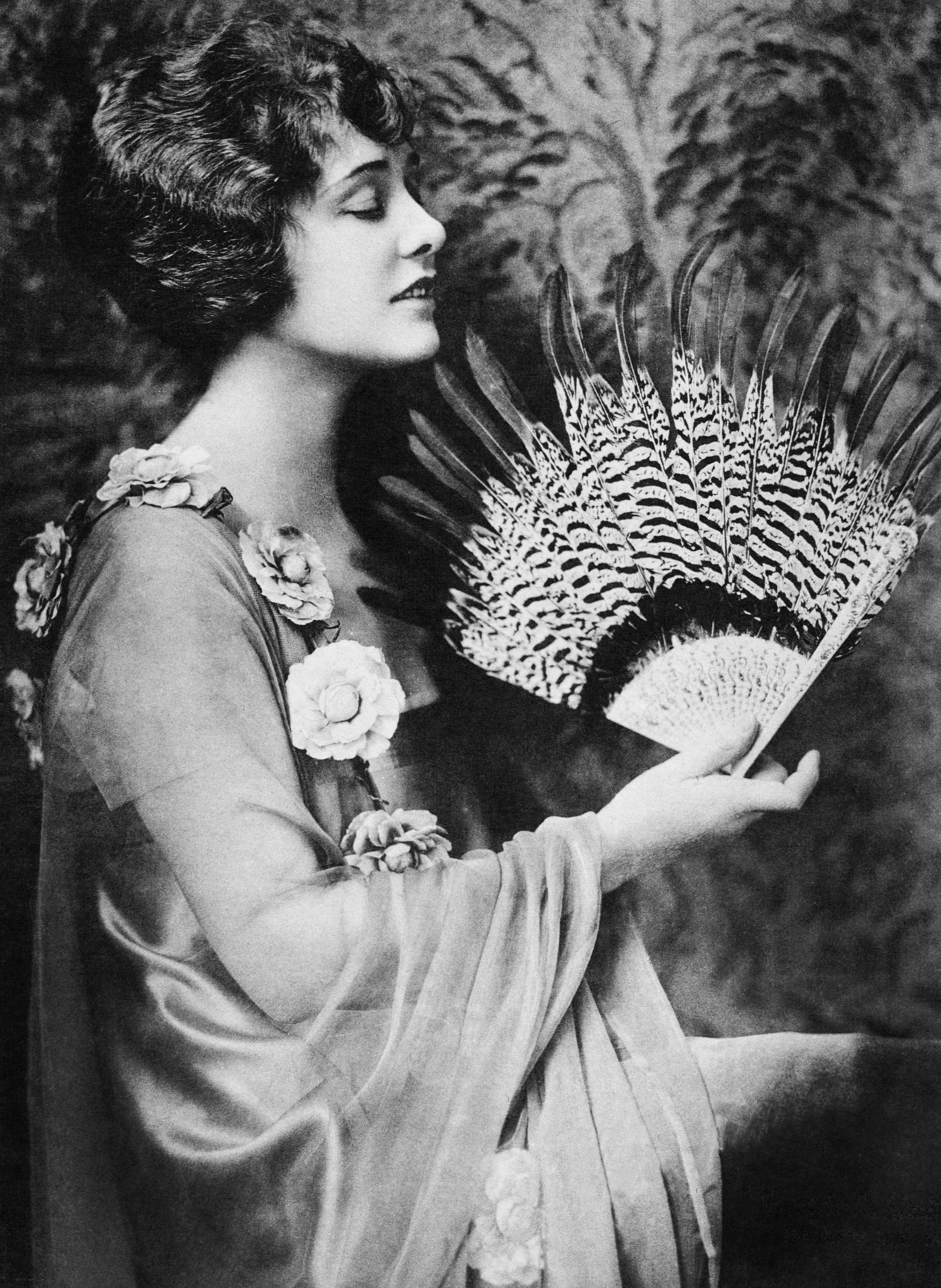 Mandatory Credit: Photo by Everett/REX/Shutterstock (952066a) Profile of a woman fanning herself Profile of a woman fanning herself