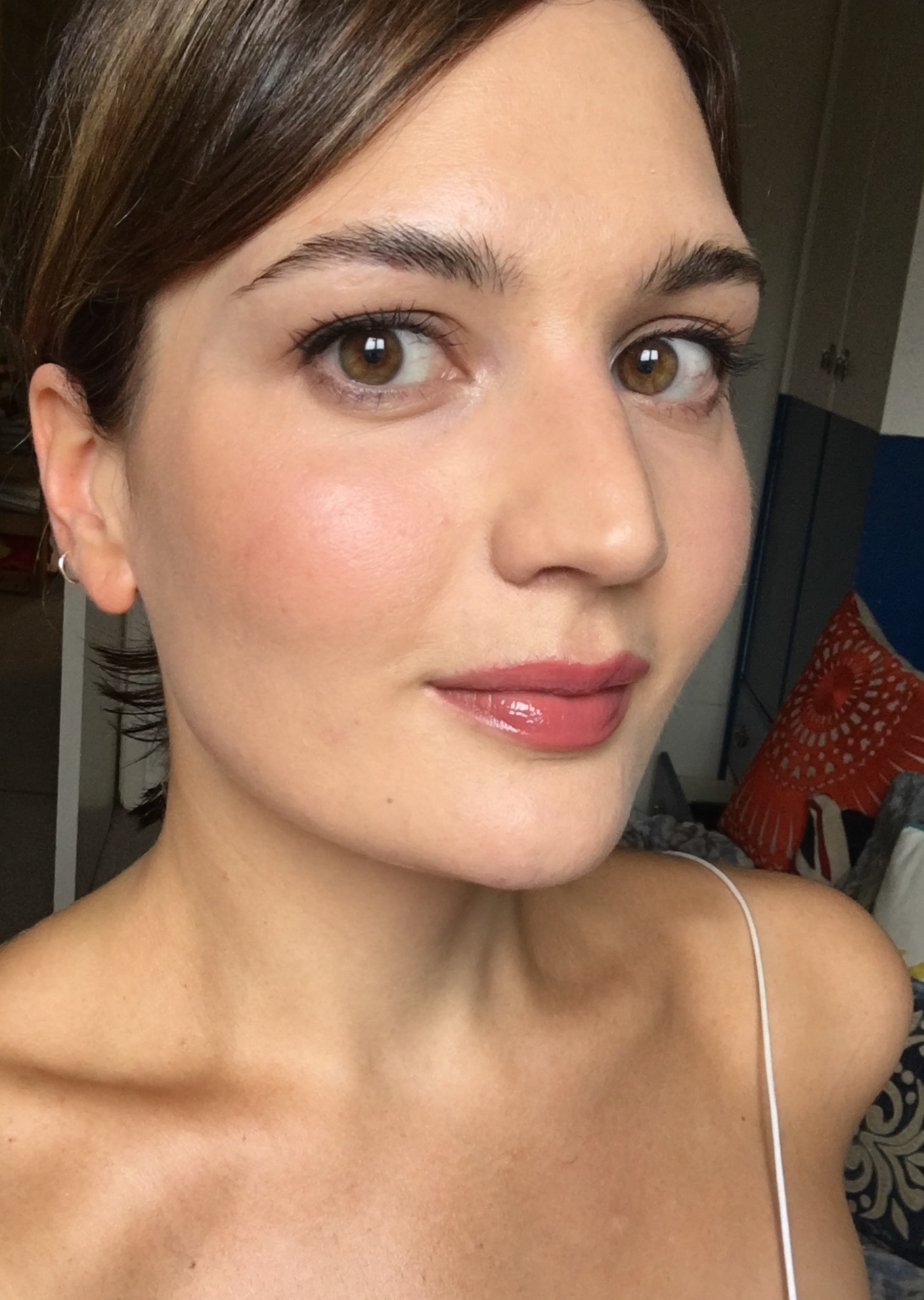 How to do your own wedding makeup